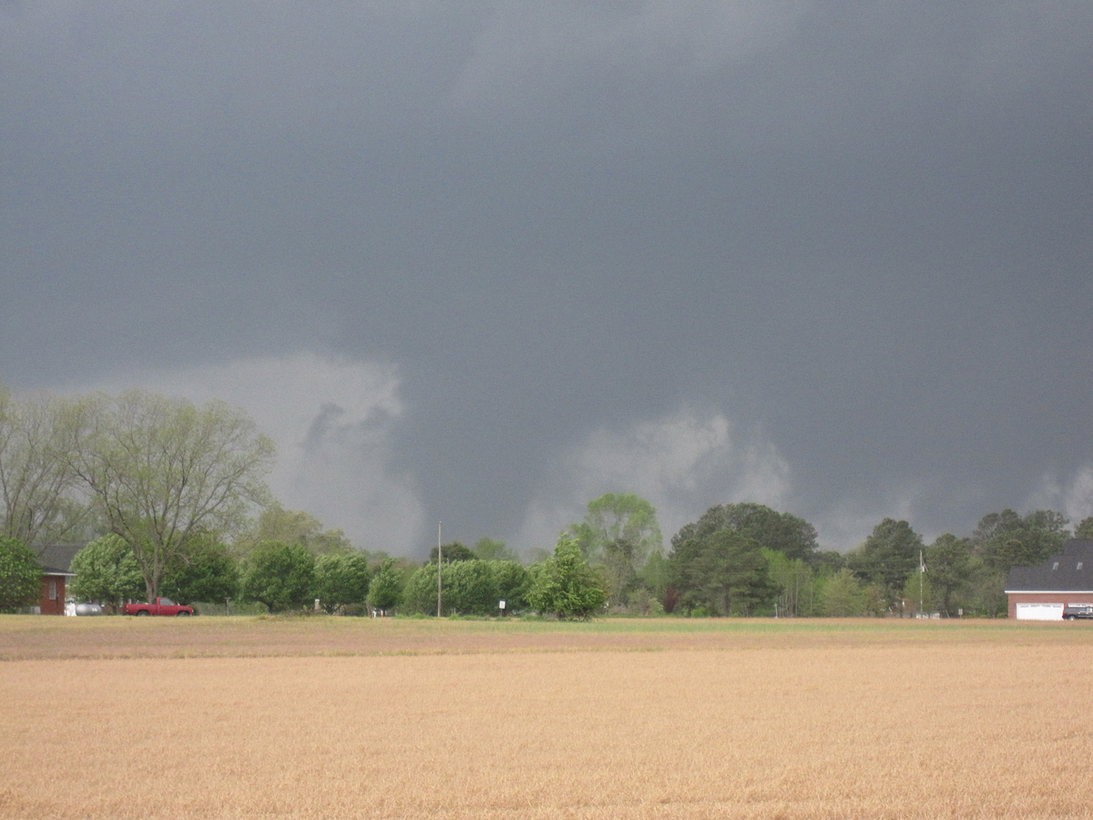Photo courtesy of Andrew Smith, veteran Hokie Storm Chaser now local chaser