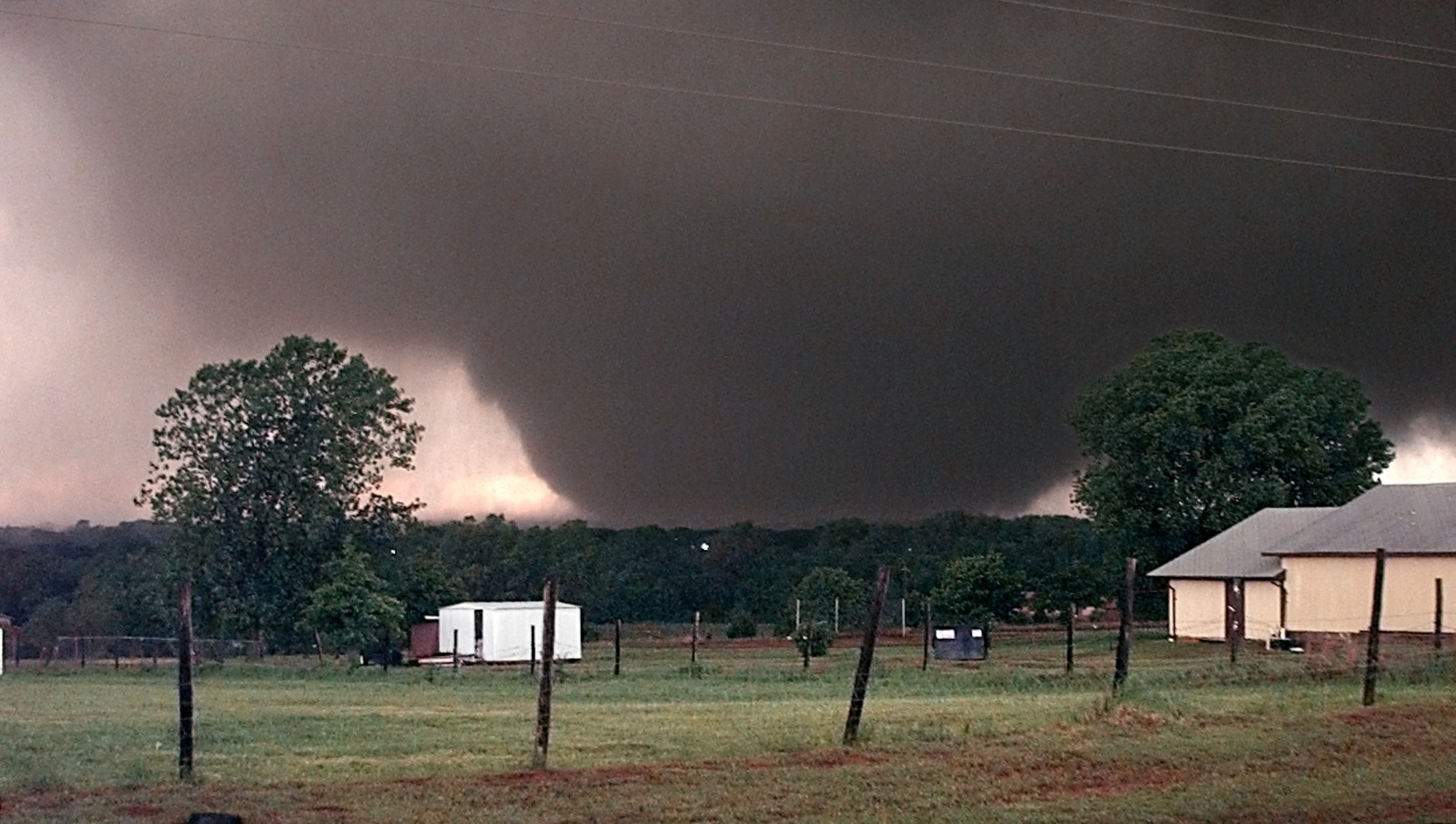 Moore F5 near Bridge Creek on May 3, 1999. Photo Julianna Keeping via Gabe Garfield.
