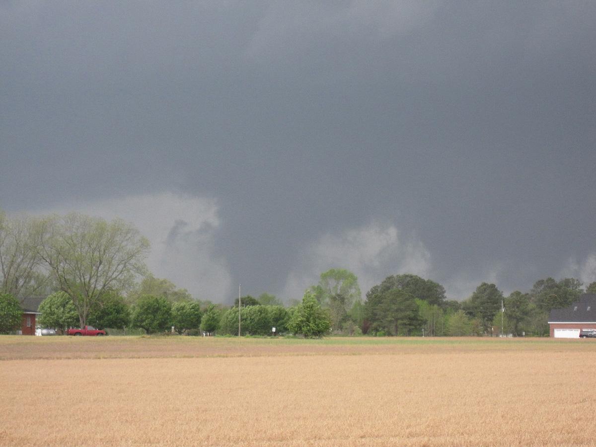 Dodlig tornado i north carolina