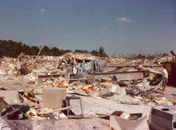 Niles_Park_Plaza_1985_tornado