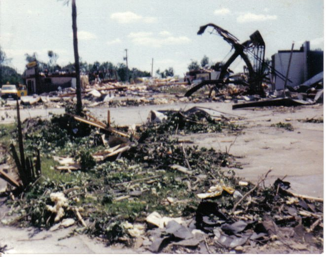 Assorted destruction in Niles. Source: NWS Cleveland, Ohio.